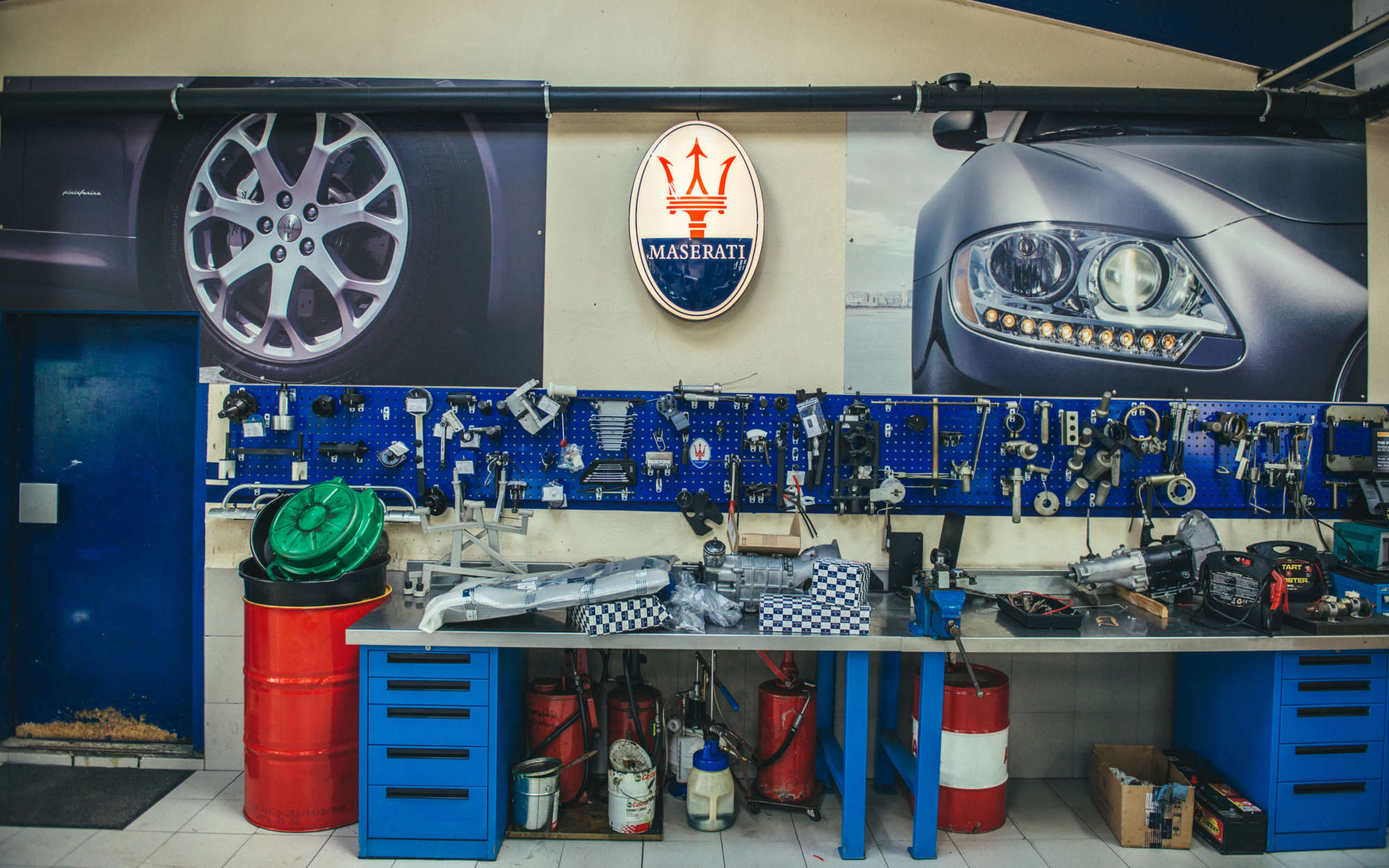 Limacher Maserati workshop header image 6000x3750